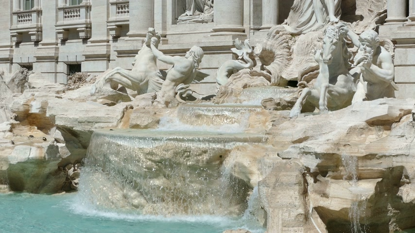 barok : The Trevi Fountain in Rome, Italy Stok Video