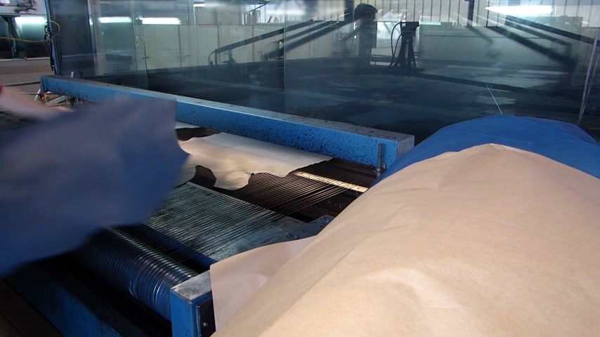 gyártó : Automatic spraying paint machine for leather in tannery
