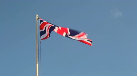 büyük britanya : Hoisting Great Britain flag