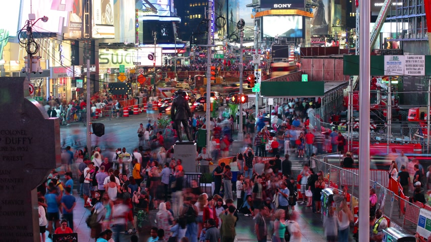 quadrado : times square crowd night time 4k time lapse from new york city Vídeos
