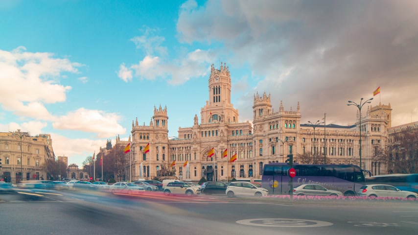 madryt : day light placa de la cibeles post office traffic circle 4k time lapse spain Wideo