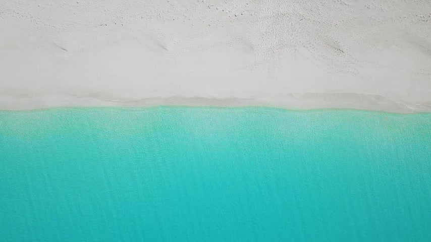 spousta : aerial top view on the beach with lots of beach umbrella. 3D rendering Dostupné videozáznamy