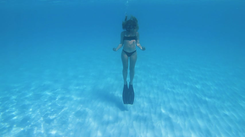 dech : young woman snorkeling at the bahamas. summer feeling Dostupné videozáznamy