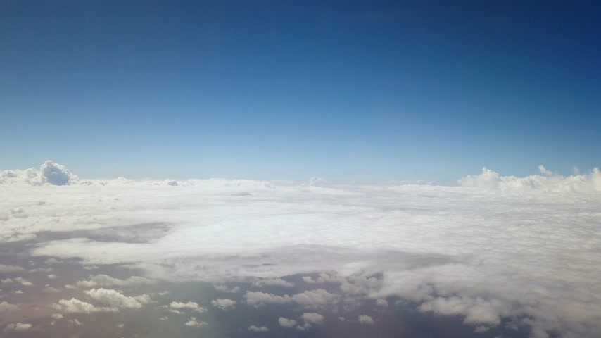flying above clouds from airplane window Stock mozgókép