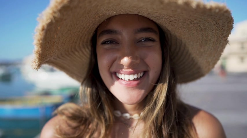 closeup of a young woman. serious and smiling. slowmotion Dostupné videozáznamy