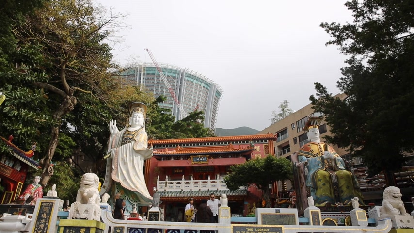 eim : HONG KONG - DEC 13: Repulse Bay, is a bay in the southern part of Hong Kong Island and nearly Kwum Yam Shrine is a Taoist shrine at the southeastern end of Repulse Bay on December 13, 2015.