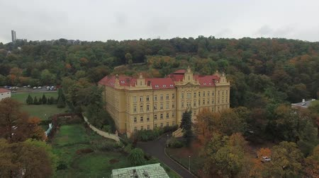 outubro : Aerial view of castle in Prague with forest Stock Footage