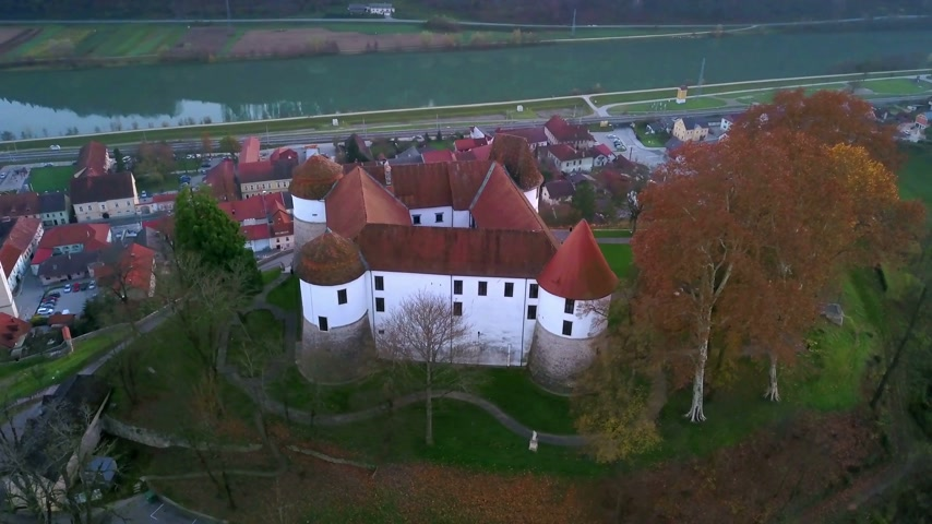 un : Aerial: Flying beside city Sevnica beside river Sava in Slovenia. Stok Video