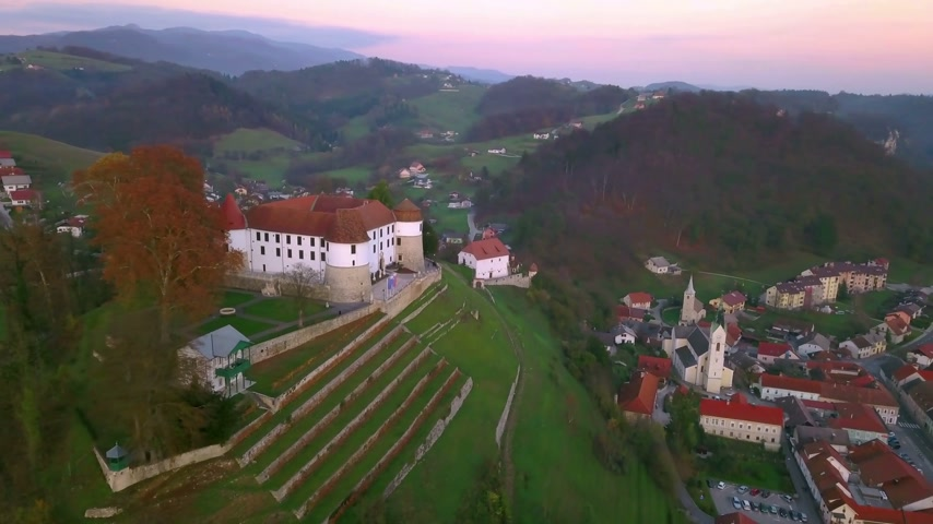 известное место : Aerial: Flying beside city Sevnica beside river Sava in Slovenia. Beautiful small city with castle is the birth place of first lady Melania Trump.