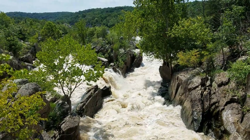 muddy : The Potomac river rapids swollen by heavy rains, at the Great Falls, in Maryland, USA