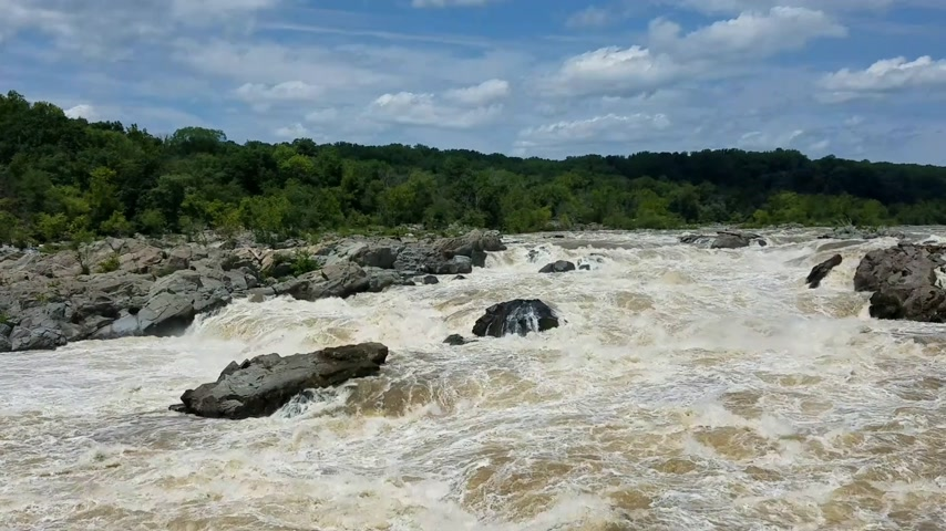 wŚciekŁy : The Potomac river rapids swollen by heavy rains, at the Great Falls, in Maryland, USA