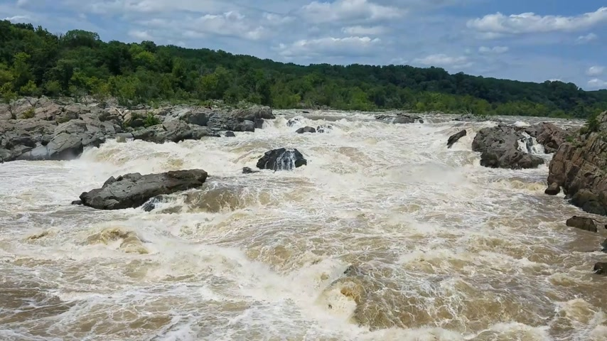 furioso : The Potomac river rapids swollen by heavy rains, at the Great Falls, in Maryland, USA