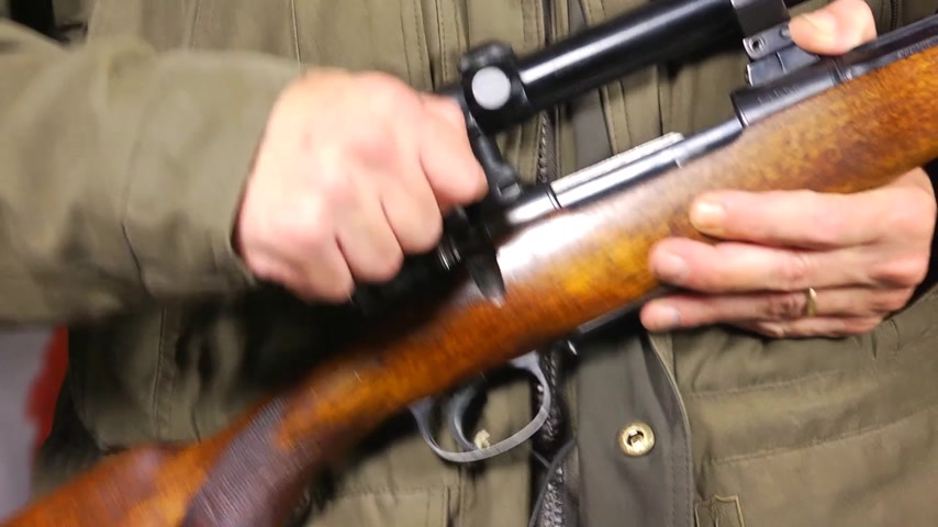 ohař : Slow motion of a hunter, reloading his rifle, ejecting the shell of the previously fired bullet