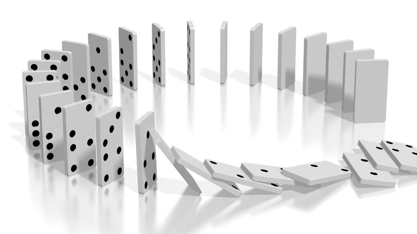 çöküş : 3D domino effect animation - white domino tiles standing in circle fall down, following camera. Stok Video
