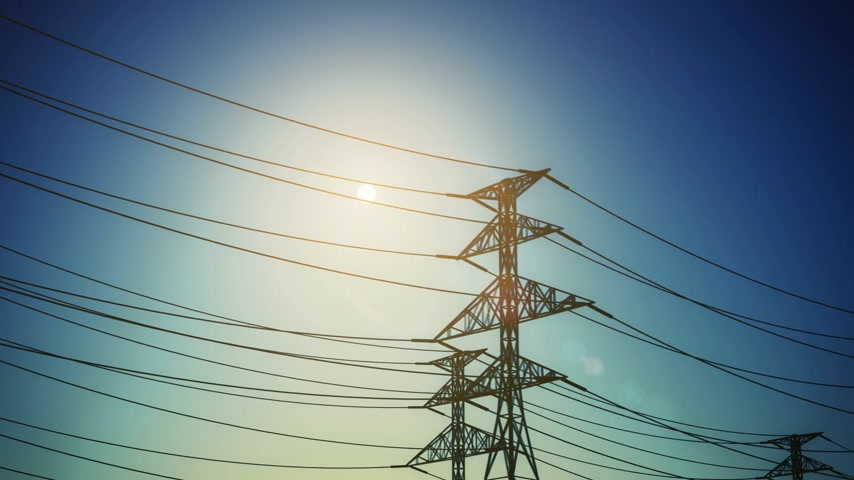 распределение : Electricity pylons and lines on a clear blue sky. CG HD loopable animation Стоковые видеозаписи