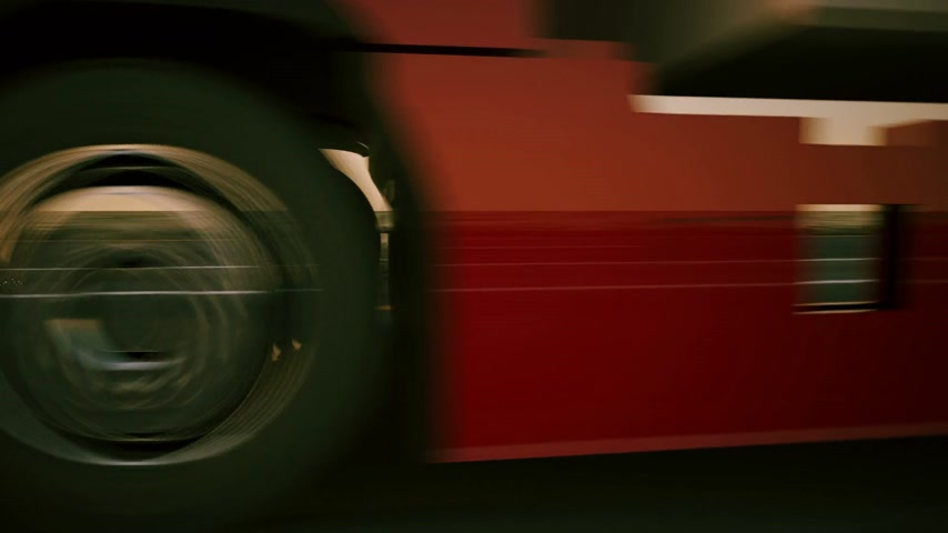 camionagem : Truck on the road with sunset in the background. Large delivery truck is moving towards setting sun. Stock Footage