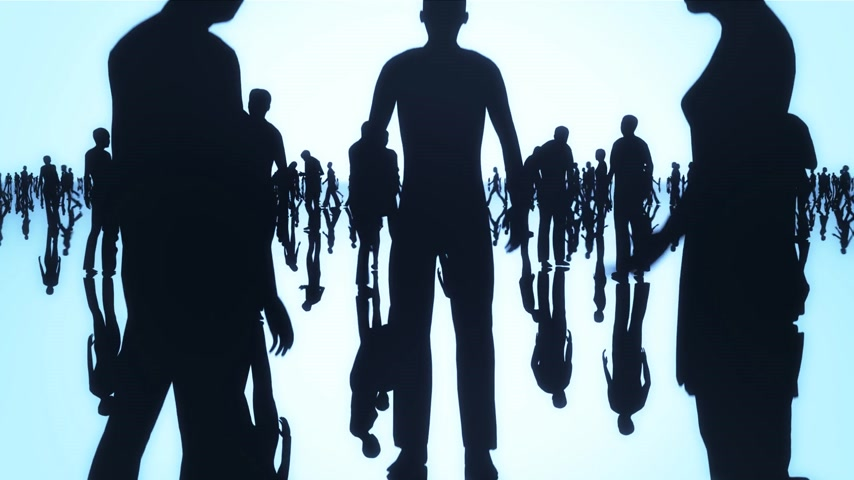 silhueta : Silhouettes of a crowd of people walking on a reflective black surface past a bright background Vídeos