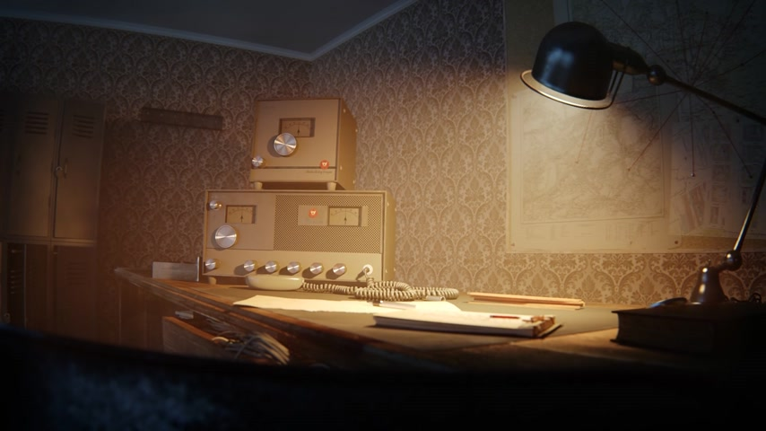 lampy : Vintage Old Radio On Desk With Lighted Lamp