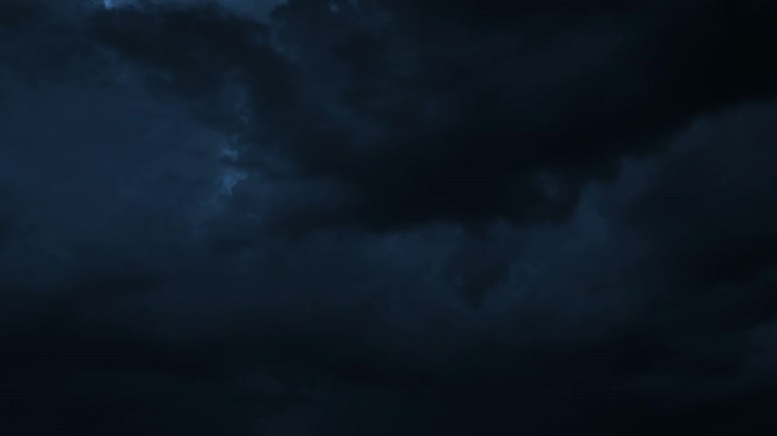 tempestade : Thunderstorm Clouds at Night with Lightning. HD 1080.