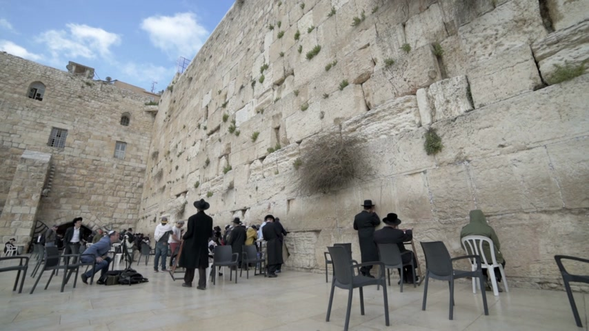 jeruzalém : Orthodox jews praying in the Western Wall. Jerusalem. Israel