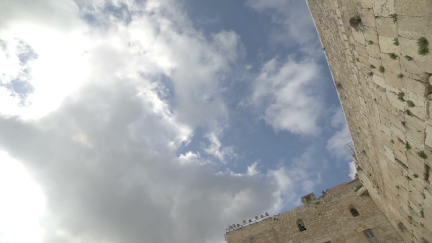 wailing : Orthodox jews praying in the Western Wall. Jerusalem. Israel. Tilt down. Stock Footage