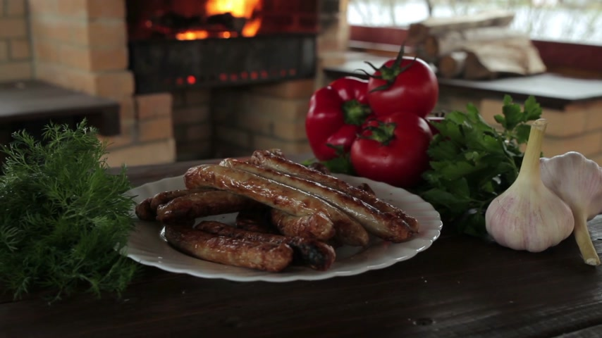 rosto : Grilled sausages on charcoal Stok Video