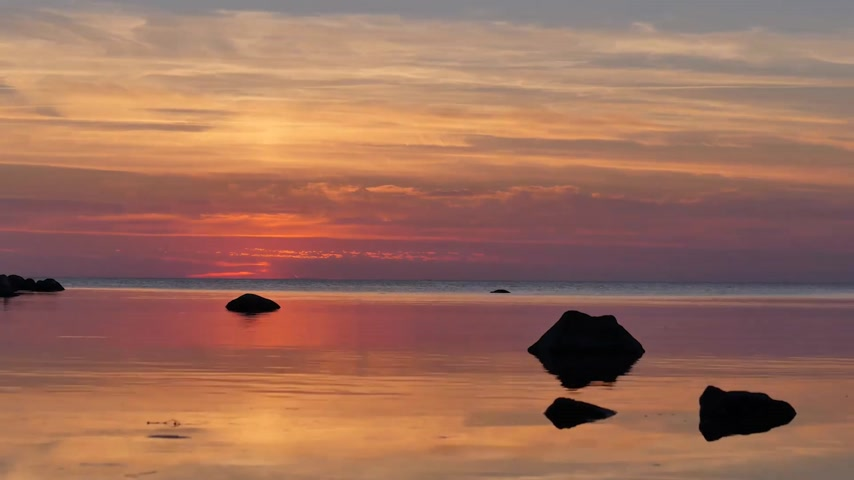 Скандинавия : Time lapse of the sea after sunset in Visby, Gotland in Sweden.