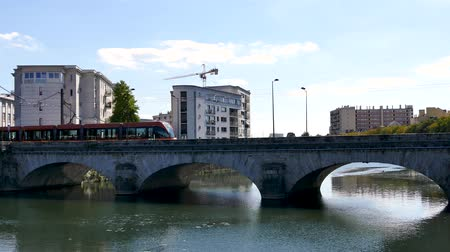 A tram passes through Le Mans, we have a bridge over the Sarthe River. In 2015, the city had 143,325 inhabitants, making it the largest city in the Sarthe, the third largest city in the Pays de la Loire.