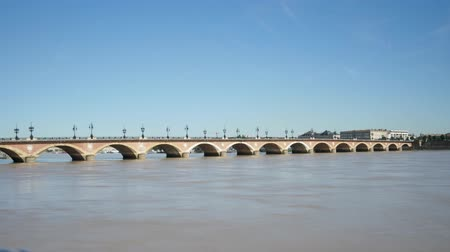 perçin : Time lapse of one of the most famous view in the city of Bordeaux, in southwestern France. The Stone Bridge is a landmark of the city. Filmed in October 2018. The river is the Garonne