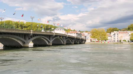 Байон : Panorama of the River Adour in Bayonne, Atlantic Pyrenees in southwestern France. View on the banks of the river. Its the Holy Spirit Bridge, on the left. Filmed in October 2018.