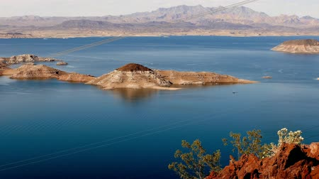 maravilha : The blue water of Lake Mead Nevada in 4k.