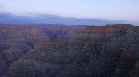 osamělost : The famous Grand Canyon after sunset - nice evening view in 4k