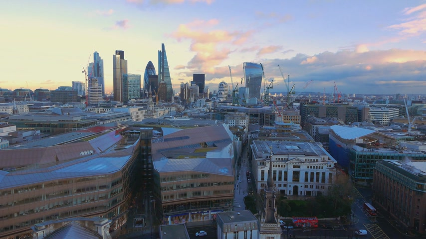 londra : Aerial shot over the City of London Stok Video