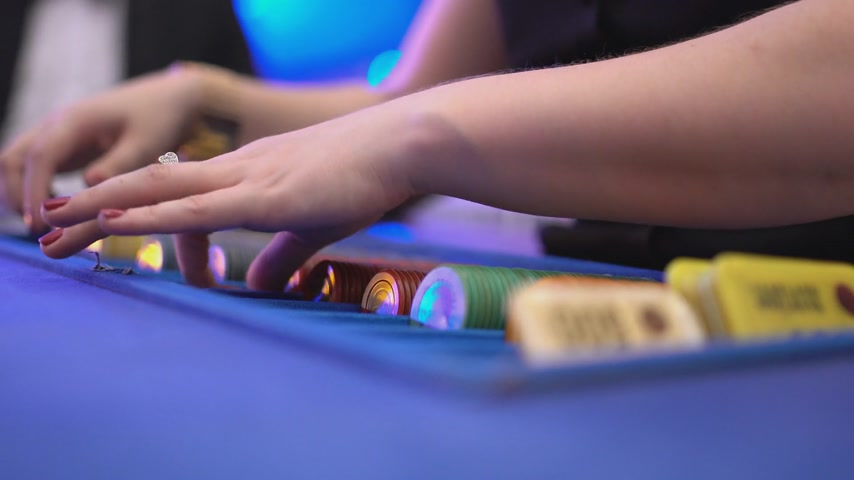 patins : Gambling blackjack in a casino - dealer sorts gaming chips and starts game