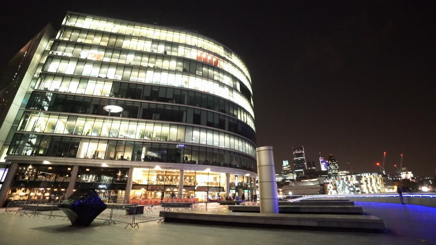 více barevné : More London Riverside by night - LONDON, ENGLAND