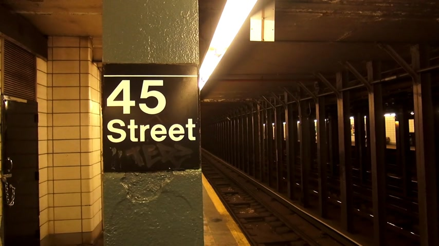 descobrir : 45 Street New York Subway station Stock Footage