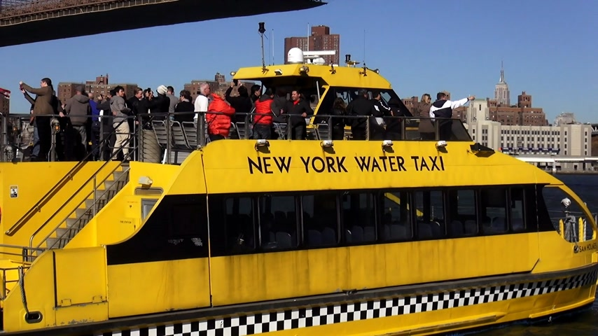 descobrir : New York Water Taxi on Hudson River