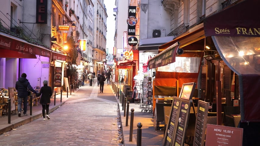 french metro : Narrow lanes in Latin quarter in Paris - PARIS, FRANCE