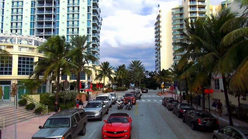 descobrir : Colorful skyscrapers and apartments in Miami Beach