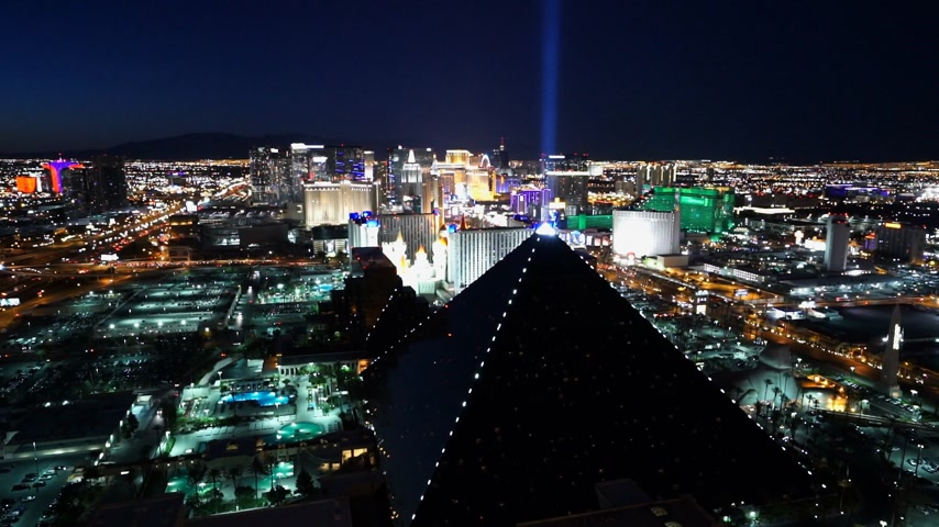 espetacular : Las Vegas city lights in the evening - amazing aerial shot - LAS VEGAS, NEVADA  USA April 20, 2015