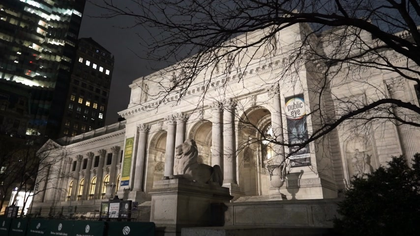 scoprire : Famoso New York Public Library di notte - MANHATTAN, NEW YORK  USA 25 aprile 2015 Filmati Stock