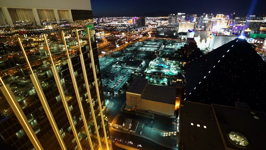 tocht : The Golden Mandalay Bay en Delano Hotel 's nachts - LAS VEGAS, NEVADA  USA 20 april 2015