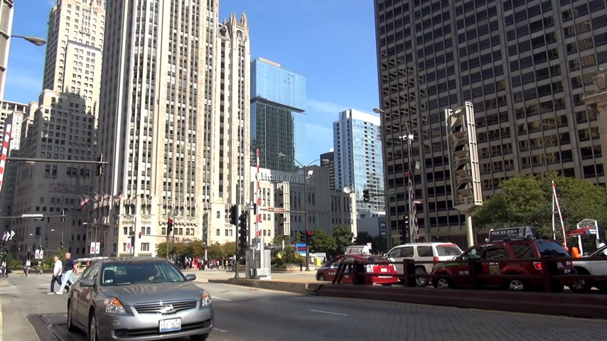 geográfico : Chicago Magnificent Mile streetscene - CHICAGO, ILLINOIS  USA Stock Footage