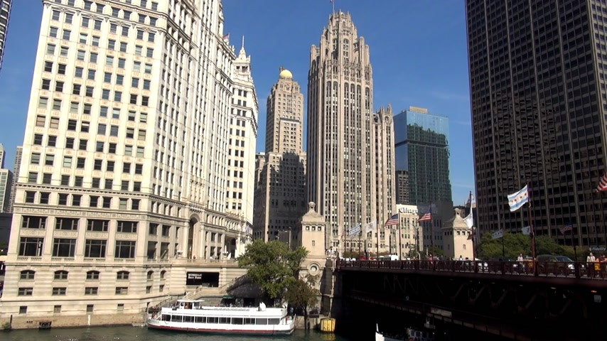 geográfico : Wrigley Building and Du Sable Bridge - CHICAGO, ILLINOIS  USA Stock Footage
