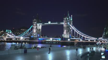 londra : Tower Bridge London from More London Riverside LONDON, ENGLAND