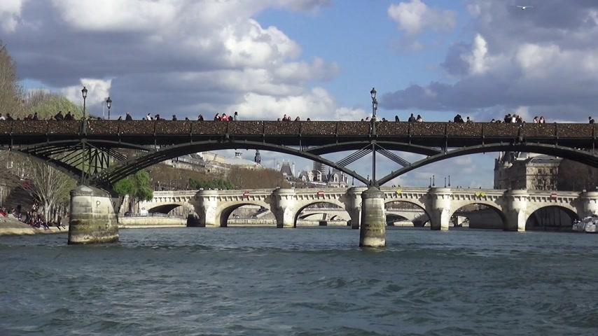 french metro : The Bridges over the River Seine in Paris - PARIS, FRANCE MARCH 30, 2013