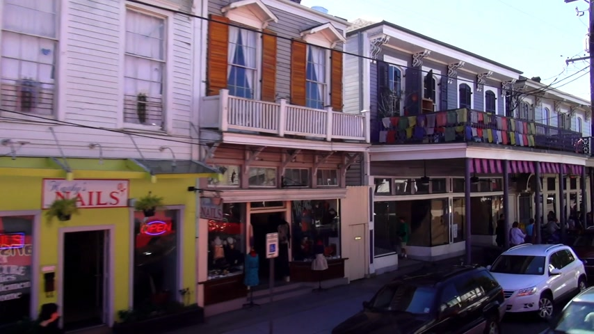 ügy : New Orleans shops and cafes on Magazine Street NEW ORLEANS, LOUISIANA USA