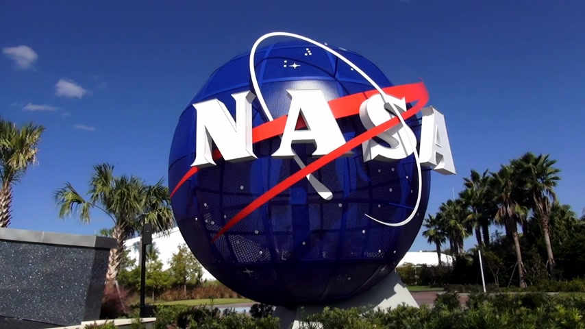 roket : NASA logo at Kennedy Space Center Cape Canaveral CAPE CANAVERAL, FLORIDA  USA OCTOBER 18, 2015 Stok Video