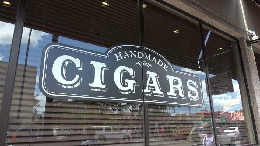 espetacular : Cigar shop in Little Havana Miami Stock Footage