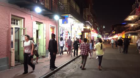 kult : People having Party at night in Bourbon Street French Quarter New Orleans Dostupné videozáznamy